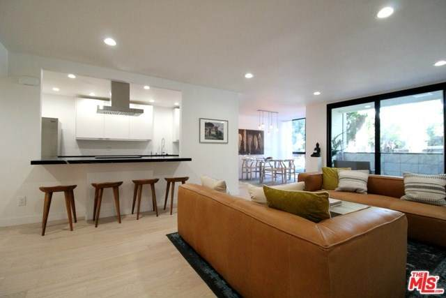1015 N Kings Road #120, Los Angeles (City), CA 90069 (#20552894) :: Crudo & Associates