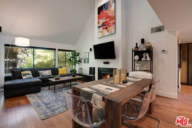 950 N Kings Road #347, West Hollywood, CA 90069 (#20551550) :: Crudo & Associates