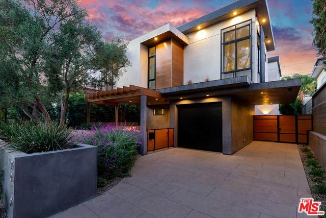 9019 Elevado, West Hollywood, CA 90069 (#20554276) :: Crudo & Associates