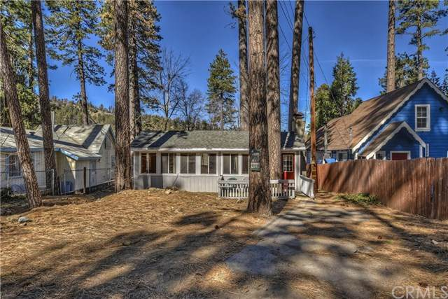 22894 Waters Drive, Crestline, CA 92325 (#EV20033646) :: Case Realty Group