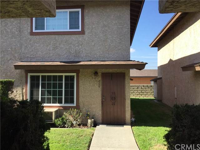7260 Richfield Street #306, Paramount, CA 90723 (#PV20028073) :: Case Realty Group