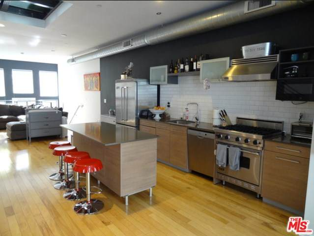 4151 Redwood Avenue #408, Los Angeles (City), CA 90066 (#20554042) :: Steele Canyon Realty