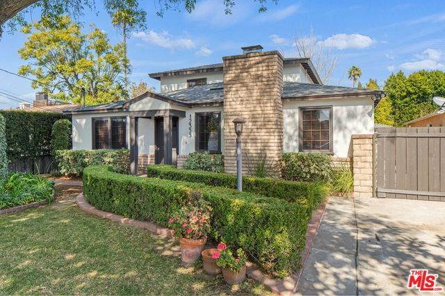 12335 Hesby Street, Valley Village, CA 91607 (#20554778) :: Allison James Estates and Homes