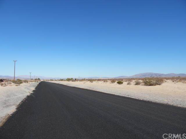 70557 Valle Vista Road, 29 Palms, CA 92277 (#JT20035330) :: eXp Realty of California Inc.