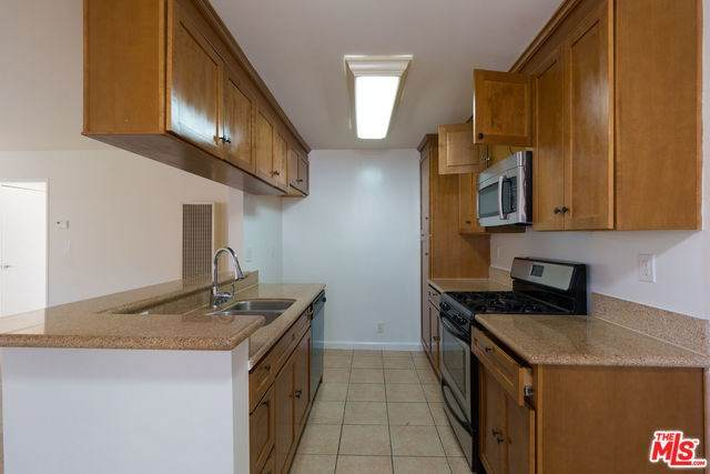 20327 Saticoy Street #216, Winnetka, CA 91306 (#20556100) :: Team Tami