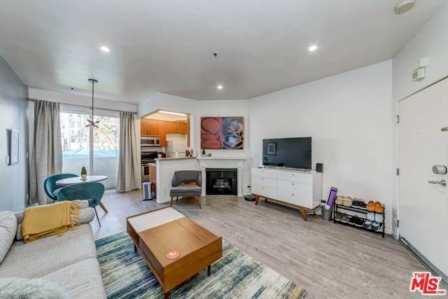 620 S Gramercy Place #111, Los Angeles (City), CA 90005 (#20556072) :: Allison James Estates and Homes