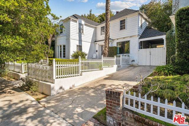 2420 Canyon Drive, Los Angeles (City), CA 90068 (#20552796) :: Berkshire Hathaway Home Services California Properties