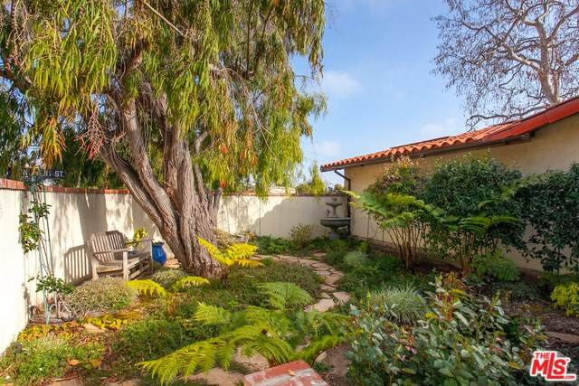 15200 Mc Kendree Avenue, Pacific Palisades, CA 90272 (#20556548) :: RE/MAX Masters