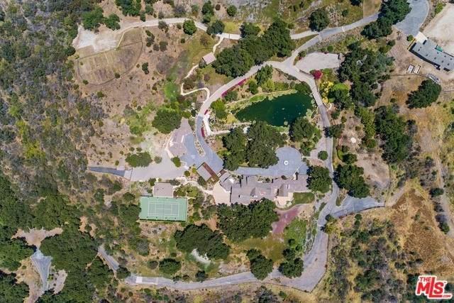 3100 Mandeville Canyon Road, Los Angeles (City), CA 90049 (#20557848) :: Veléz & Associates