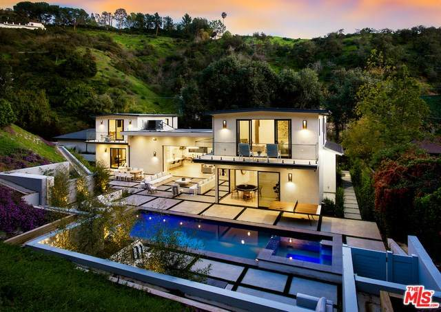 9509 Gloaming Drive, Beverly Hills, CA 90210 (#20557896) :: Veléz & Associates