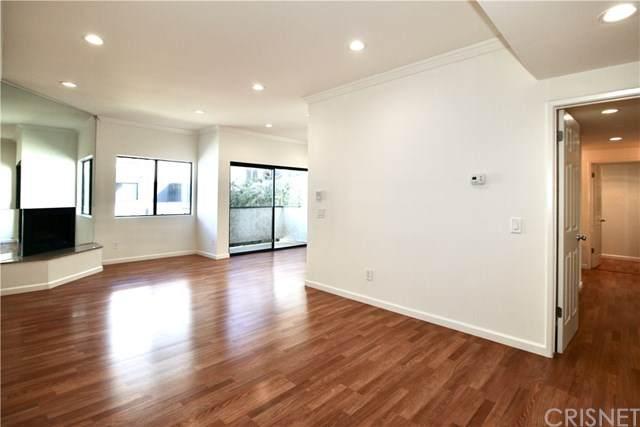 17914 Magnolia Boulevard #212, Encino, CA 91316 (#SR20042699) :: Berkshire Hathaway HomeServices California Properties