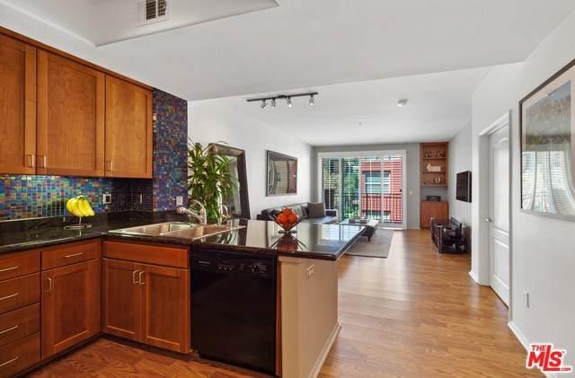 4060 Glencoe Avenue #209, Marina Del Rey, CA 90292 (#20558654) :: Veléz & Associates