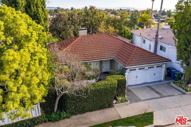 16150 Alcima Avenue, Pacific Palisades, CA 90272 (#20558236) :: Case Realty Group