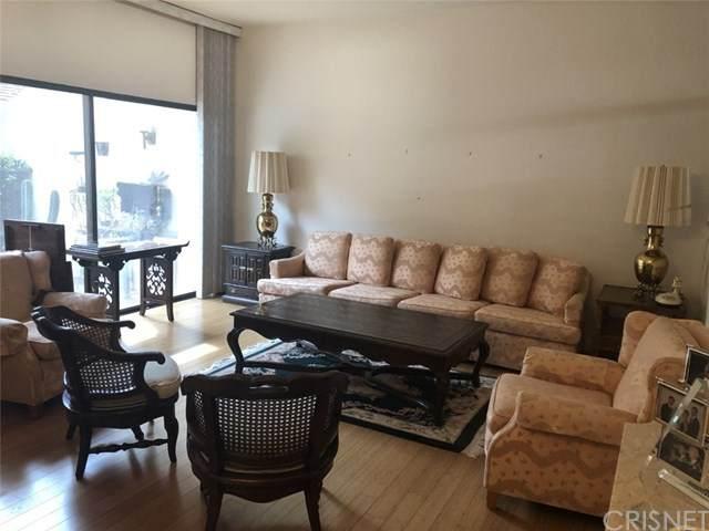 18415 Collins Street L, Tarzana, CA 91356 (#SR20043308) :: Berkshire Hathaway HomeServices California Properties
