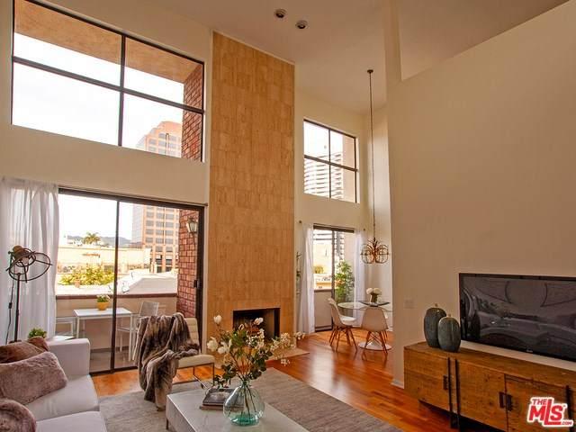 1271 Granville Avenue #402, Los Angeles (City), CA 90025 (#20558888) :: Veléz & Associates