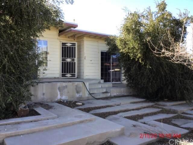 56833 Oakwood Drive, Yucca Valley, CA 92284 (#IV20045036) :: Go Gabby