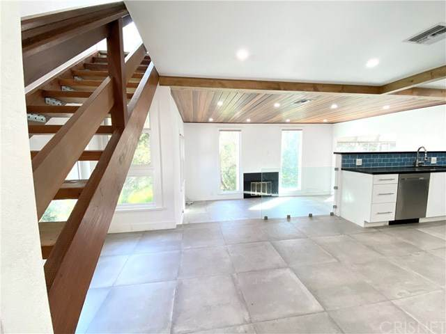 380 Box Canyon Road, Chatsworth, CA 91311 (#SR20048558) :: RE/MAX Parkside Real Estate