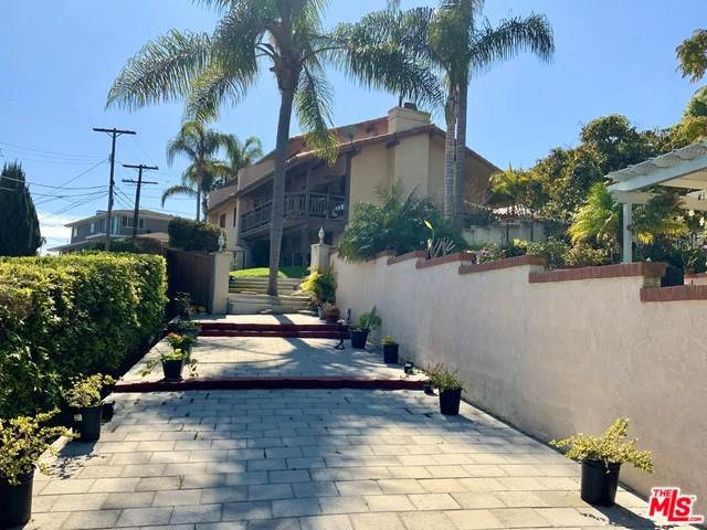 1525 W 10TH Street, San Pedro, CA 90732 (#20558282) :: Z Team OC Real Estate