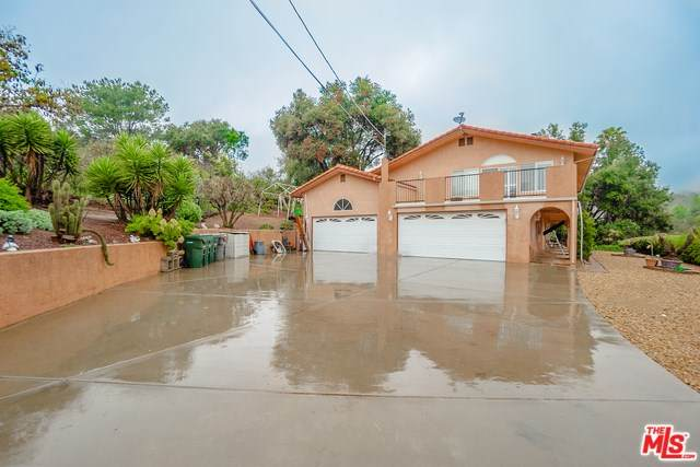 1042 Rice Canyon Road, Fallbrook, CA 92028 (#20564496) :: Allison James Estates and Homes