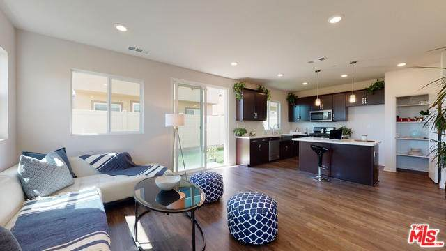 11821 Genoa Way, Los Angeles (City), CA 90047 (#20565462) :: RE/MAX Masters