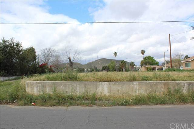 11832 Burns Avenue, Grand Terrace, CA 92313 (#IV20061206) :: The Miller Group
