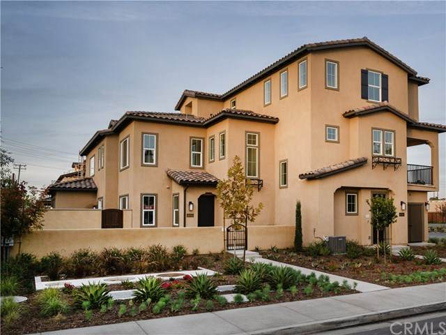 10543 Acorn Place, Los Alamitos, CA 90720 (#OC20063435) :: The Marelly Group | Compass
