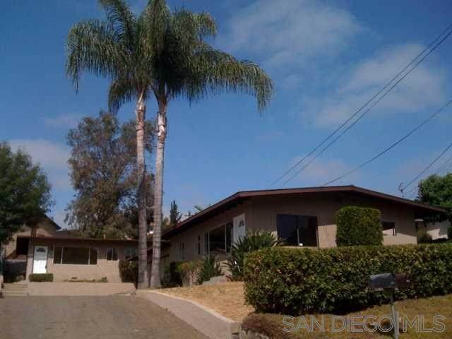 208 Ardys Place, Vista, CA 92084 (#200014707) :: RE/MAX Estate Properties