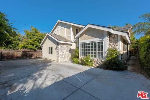 18219 Chase Street, Northridge, CA 91325 (#20567286) :: Fred Sed Group