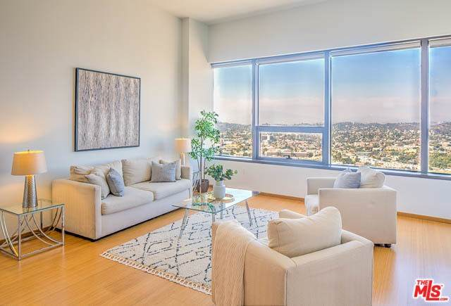 1100 Wilshire #3704, Los Angeles (City), CA 90017 (#20567318) :: Steele Canyon Realty