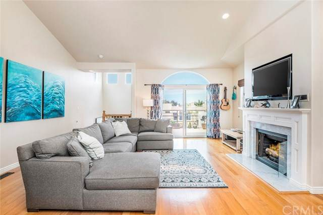 540 1st Street #1, Hermosa Beach, CA 90254 (#SB20067444) :: The Miller Group