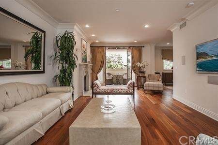 261 S Reeves Drive #201, Beverly Hills, CA 90212 (#OC20068821) :: Berkshire Hathaway HomeServices California Properties