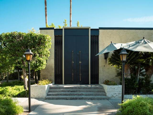 350 W Via Lola, Palm Springs, CA 92262 (#219042541DA) :: The Najar Group
