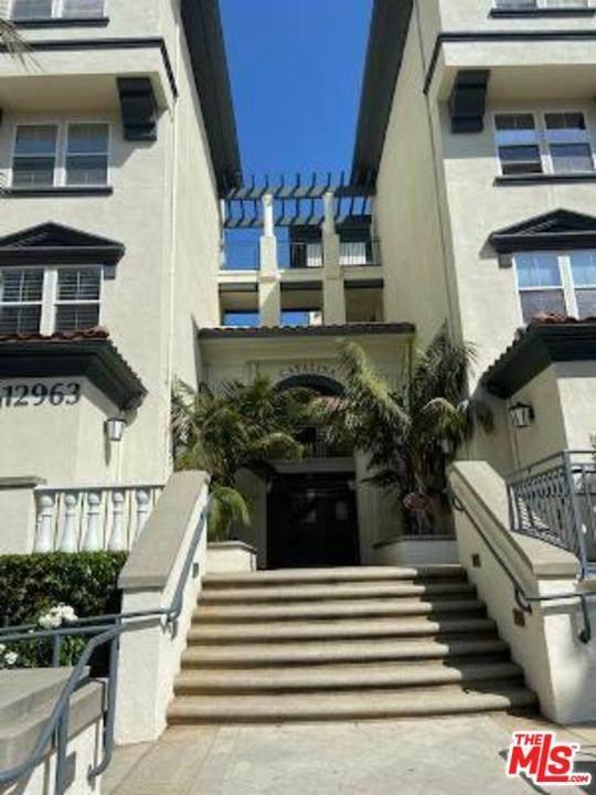 12963 Runway Road #319, Playa Vista, CA 90094 (#20575552) :: Team Tami