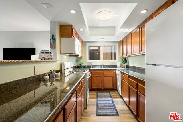 4170 W 147TH Street #101, Lawndale, CA 90260 (#20581604) :: RE/MAX Masters