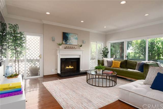 1870 Kelton #103, Los Angeles (City), CA 90025 (#SB20098438) :: Mainstreet Realtors®