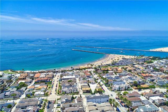 302-1/2 Marguerite Avenue, Corona Del Mar, CA 92625 (#OC20101100) :: Z Team OC Real Estate