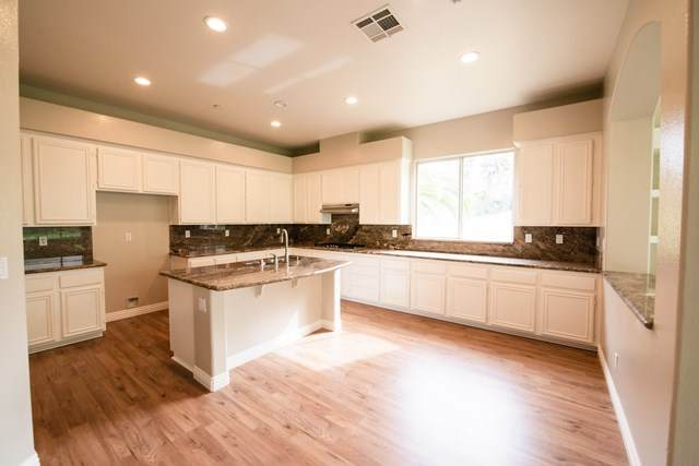 1250 Shadowcrest Lane, Fallbrook, CA 92028 (#200024411) :: The Costantino Group | Cal American Homes and Realty