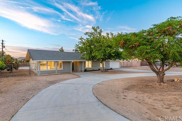 58218 Desert Gold Drive, Yucca Valley, CA 92284 (#IG20100587) :: Go Gabby