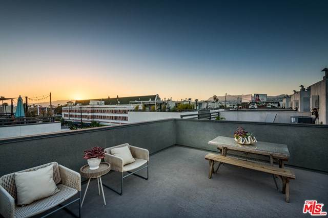 662 N Gramercy Place, Los Angeles (City), CA 90004 (#20583652) :: RE/MAX Masters