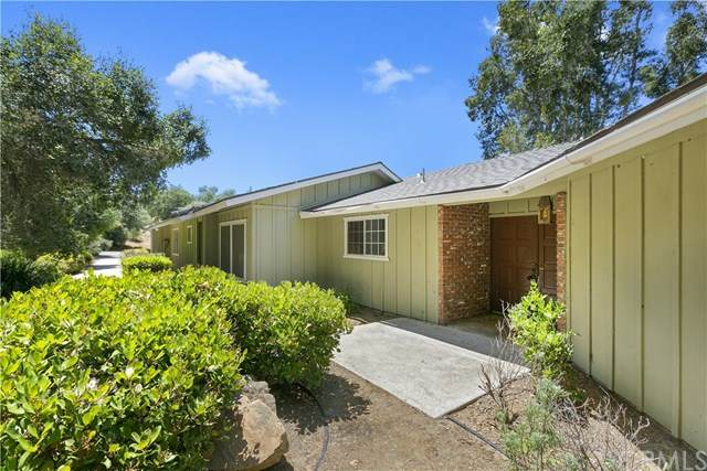 711 Stone Post Road, Fallbrook, CA 92028 (#SW20102638) :: The Marelly Group | Compass