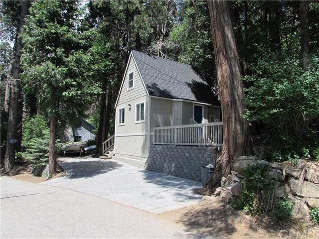 727 Sunderland Court, Lake Arrowhead, CA 92352 (#EV20103533) :: The Costantino Group | Cal American Homes and Realty