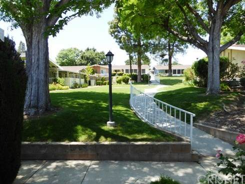 19146 Avenue Of The Oaks A, Newhall, CA 91321 (#SR20103657) :: RE/MAX Masters