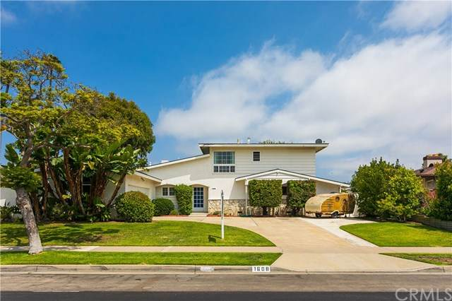1608 Dover Drive, Newport Beach, CA 92660 (#OC20104433) :: The Laffins Real Estate Team