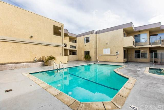 7035 Woodley Avenue #121, Lake Balboa, CA 91406 (#SR20104840) :: The Marelly Group | Compass