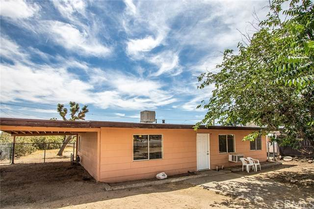 6361 Fortuna Avenue, Yucca Valley, CA 92284 (#JT20105858) :: Berkshire Hathaway HomeServices California Properties