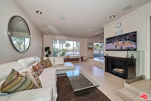 221 S Gale Drive #305, Beverly Hills, CA 90211 (#20586912) :: Wendy Rich-Soto and Associates