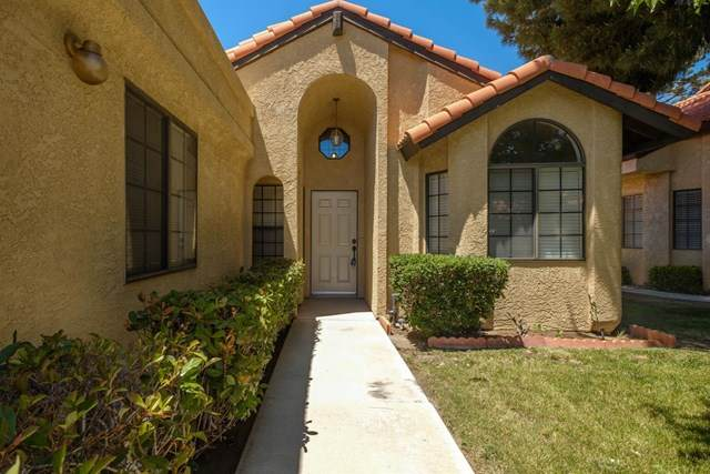 19036 Elm Drive, Apple Valley, CA 92308 (#524508) :: Better Living SoCal