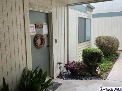 10465 Newhome Avenue #3, Sunland, CA 91040 (#320001860) :: The Brad Korb Real Estate Group