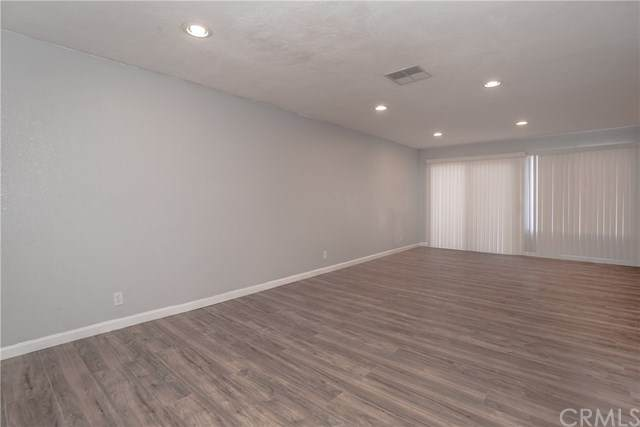 223 S Acacia Avenue #214, Compton, CA 90220 (#DW20112949) :: RE/MAX Empire Properties