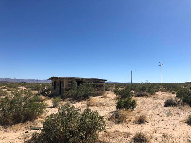 68 Jerico Lane, Joshua Tree, CA 92252 (#219044378PS) :: The Laffins Real Estate Team
